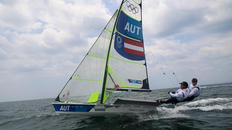 Medal-Race der 49er Bildstein/Hussl auf Dienstag 6.30 Uhr (CET) verschoben